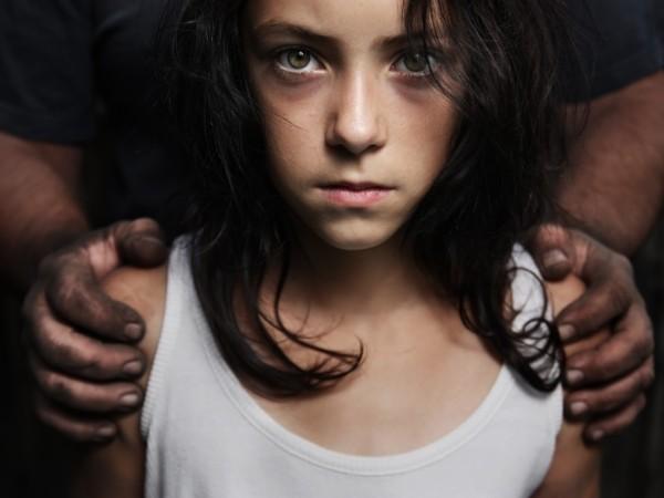 Trẻ em là đối tượng rất dễ bị xâm hại, đặc biệt khi các em tham gia làng giải trí mà không được phụ huynh giám sát chặt chẽ