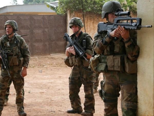 Lính Pháp tham chiếm ở châu Phi