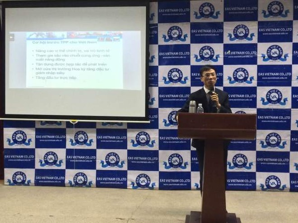 Đại diện của công ty EAS Việt Nam chia sẻ tại hội thảo