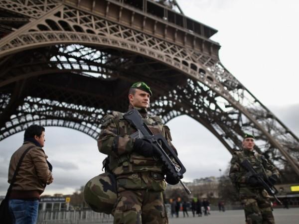 """Tình hình an ninh tại Pháp khiến hàng loạt quốc gia """"có thù"""" với IS lo ngại"""