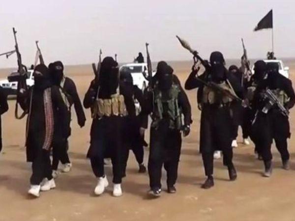 Các tay súng IS được trang bị đầy đủ