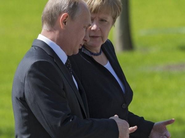 """Là """"đầu tàu"""" của EU, Đức muốn duy trì sự thống nhất của cộng đồng này bằng việc... """"nhẹ tay"""" với Nga"""