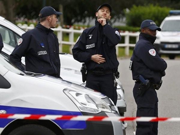 Cảnh sát Pháp vất vả với những fan cuồng đến từ Nga, Anh