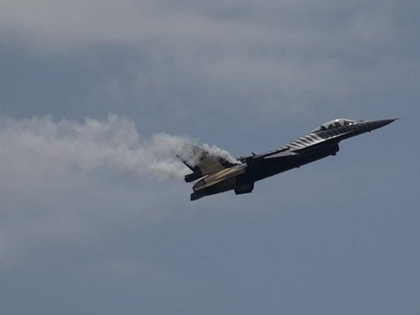 Các chiến đấu cơ F-16 xuất hiện trên bầu trời Thổ Nhĩ Kỳ hôm 15-7 đến từ cả 2 phe đảo chính và phản đảo chính