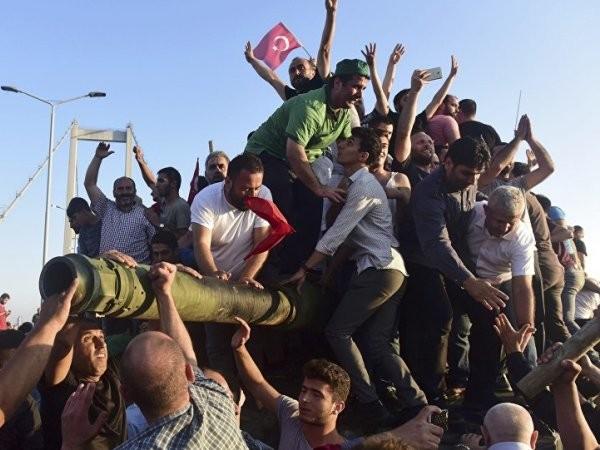 Người dân Thổ Nhĩ Kỳ góp phần quan trọng dẹp tan cuộc đảo chính