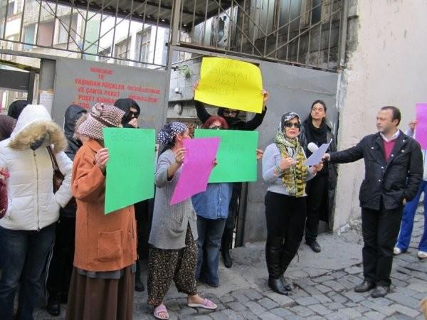 """Một cuộc biểu tình của các """"công nhân tình dục"""" tại Thổ Nhĩ Kỳ, sau khi họ bị đóng cửa cơ sở hoạt động"""