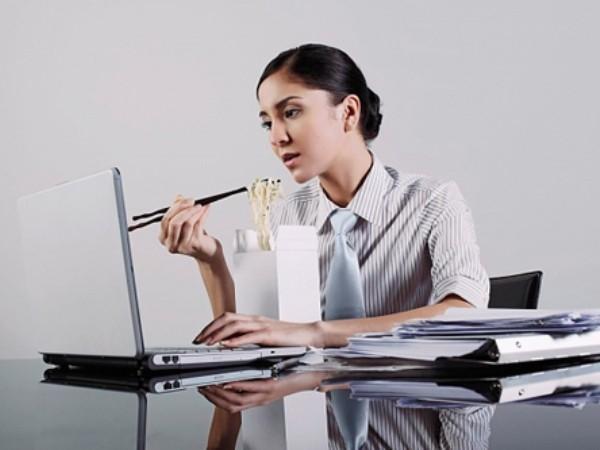 Dân văn phòng có cả tỷ lý do để ngồi, ngồi và... ngồi