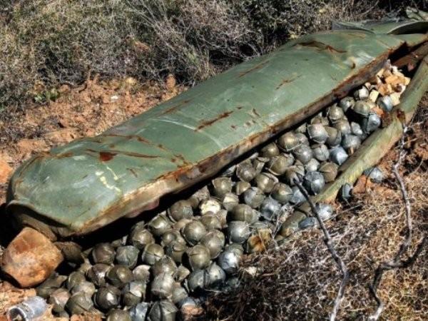Bom chùm là loại bom sát thương cực kỳ nguy hiểm