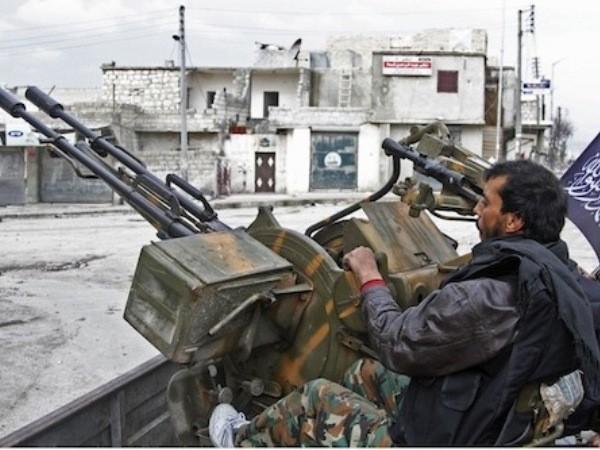 """Quân FSA đang hy vọng đợt """"bơm"""" vũ khí mới sẽ giúp họ giành lợi thế trên chiến trường"""