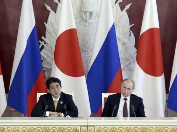 """Nhật Bản công khai dùng chính sách """"nước đôi"""" với Nga ảnh 1"""