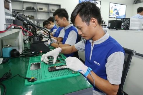Học viên của chương trình có cơ hội tiếp xúc sâu với thực tế sửa chữa thiết bị