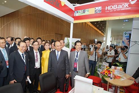 Gian hàng của HDBank tại Diễn đàn Đầu tư Đà Nẵng 2017 được đón nhiều quan khách cao cấp