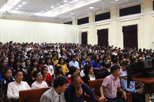 Đông đảo sinh viên tham dự và quan tâm tới chủ đề tọa đàm