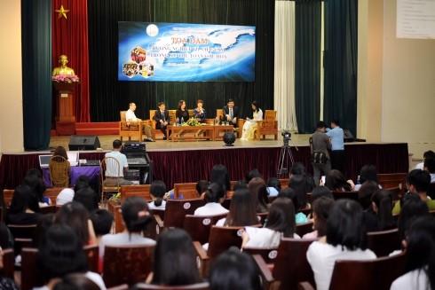 """Tọa đàm """"Hướng nghiệp và việc làm trong xu thế toàn cầu hóa"""" được tổ chức ở KTX Mễ Trì"""