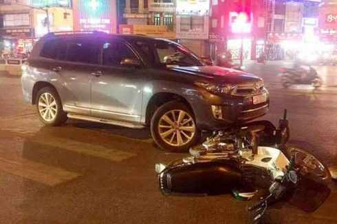 Hiện trường vụ tai nạn tại ngã 5 Ô Chợ Dừa tối 31-10