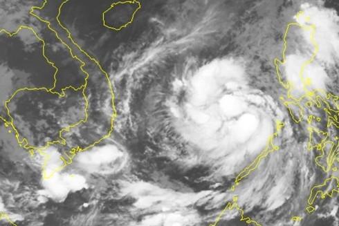 Xem clip đáng sợ khi bão Damrey đổ vào Bình Định ảnh 1