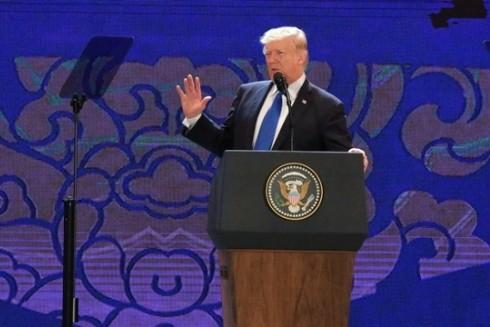 Tổng thống Mỹ Donald Trump phát biểu trước cử tọa CEO Summit, tại Cung hội nghị Ariyana, Đà Nẵng. Ảnh: Quỳnh Trần