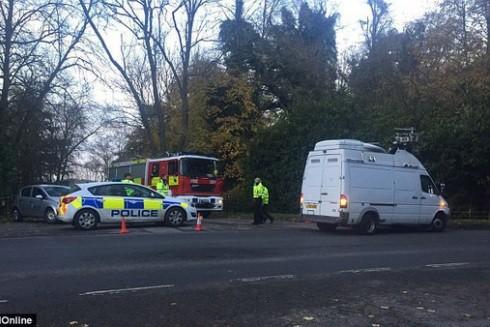 Cảnh sát phong toả hiện trường vụ rơi máy bay ở Anh