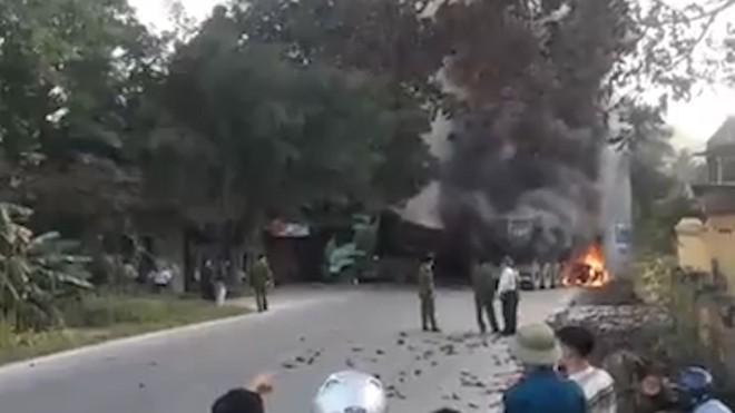 ô tô bốc cháy,cháy ô tô,Phú Thọ,tai nạn,tai nạn giao thông