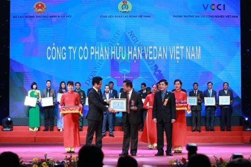 Đại diện Vedan Việt Nam nhận giải thưởng cao quý