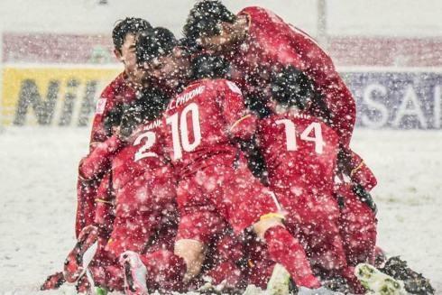 Hình ảnh rất đẹp mà đội tuyển U23 Việt Nam và những người hâm mộ chân chính gây dựng nên bị một số kẻ quá khích bôi vào thứ vệt màu xấu xí