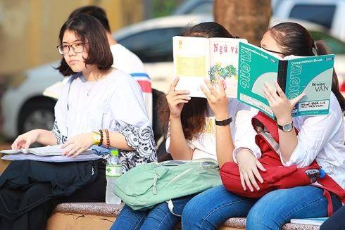 Các thí sinh năm nay phải cạnh tranh khốc liệt hơn, vì số lượng học sinh dự thi quá đông