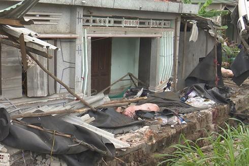 Ngôi nhà chịu thiệt hại nặng vì xe tải lao vào