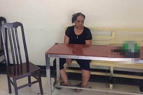 Đối tượng Đặng Thị Thanh bị bắt giữ ngay sau khi thực hiện hành vi phạm pháp. Ảnh: FB N.T