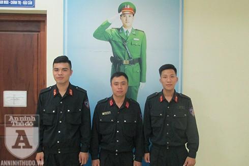Các chiến sĩ CSCĐ trong tổ công tác phát hiện và bắt giữ đối tượng Nguyễn Thị Dung