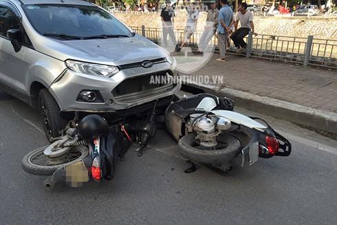 Vụ TNGT liên hoàn khiến 2 nạn nhân bị thương nặng