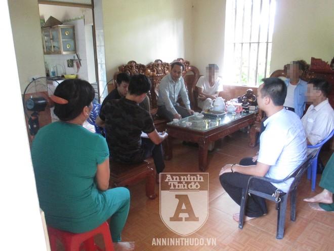 Buổi làm việc của tổ CSHS Hà Nội với gia đình Viên