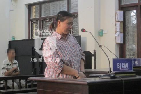 Tại phiên tòa, bị cáo Nguyễn Thị Hồng tỏ ra ăn năn, hối hận về hành vi của mình