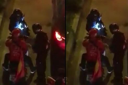 """Nam thanh niên điều khiển xe độ pô """"dị"""" đi ăn mừng chiến thắng đã bị cảnh sát cơ động xử lý"""