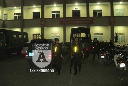 Vừa kết thúc nhiệm vụ đảm bảo ANTT tại SVĐ Mỹ Đình, các cán bộ, chiến sĩ CSCĐ Đặc nhiệm này lại tiếp tục lên đường thực hiện nhiệm vụ chống đua xe