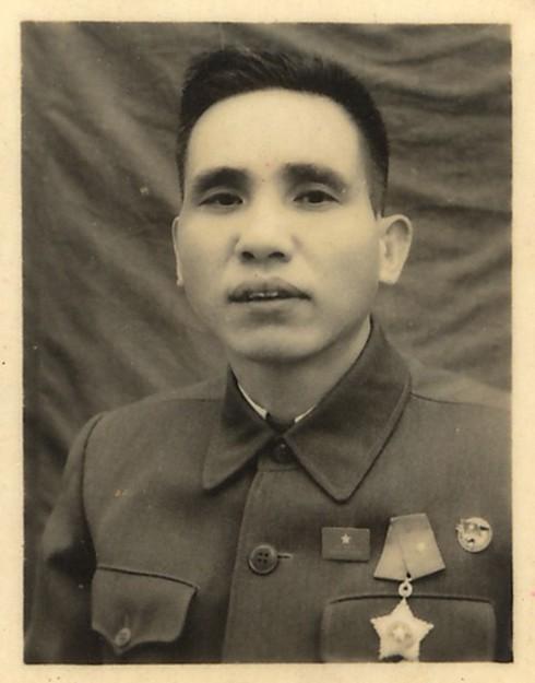 Sau chiến thắng Điện Biên Phủ, đồng chí Phạm Ngọc Mậu được tặng thưởng Huân chương Quân công hạng Ba