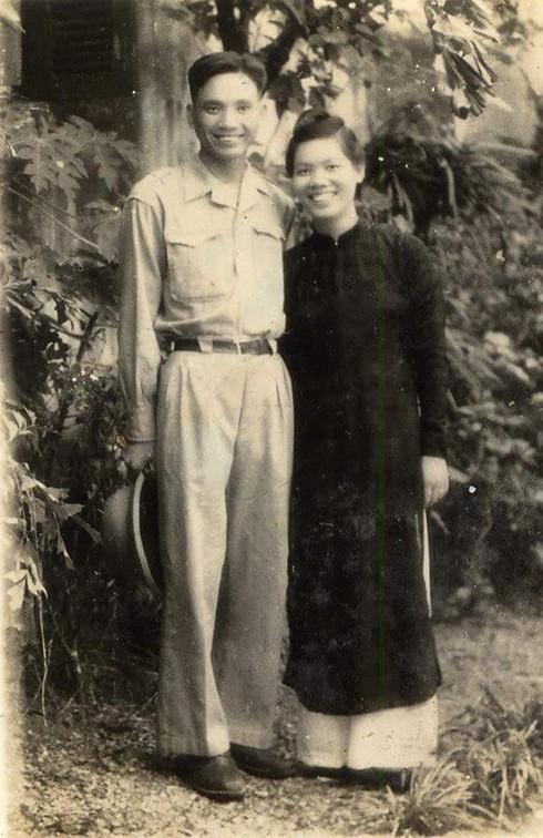 Đồng chí Phạm Ngọc Mậu cùng người bạn đời những ngày mới cưới