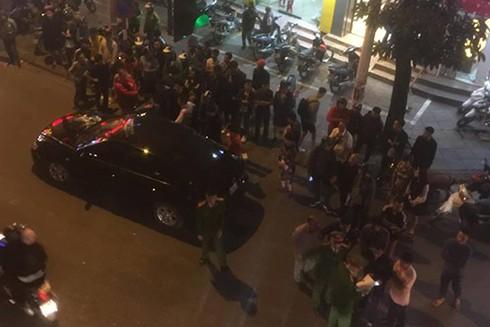 Vụ tai nạn thu hút sự chú ý của nhiều người đi đường
