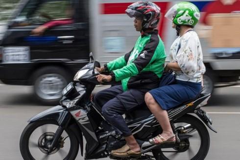 Cảm giác mạnh đôi khi rất dễ trải nghiệm, như chỉ cần ngồi sau một lái xe ôm là... đủ (hình ảnh minh họa)