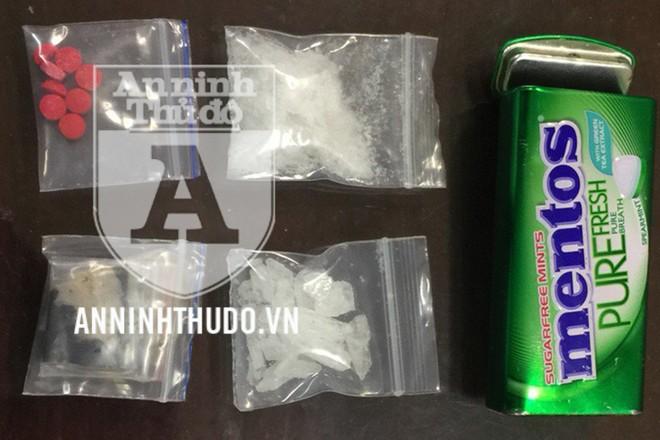 Tang vật gồm nhiều gói ma túy bị thu giữ từ vụ việc