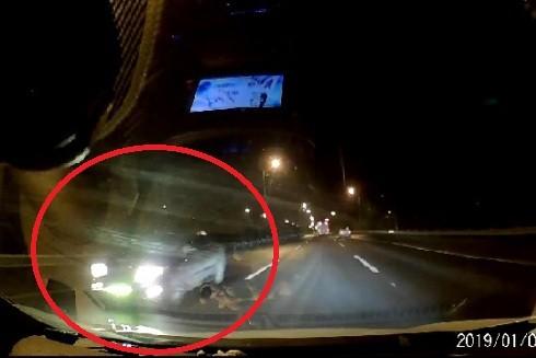 Hình ảnh chiếc xe chạy ngược chiều trên cao tốc khiến dư luận phẫn nộ