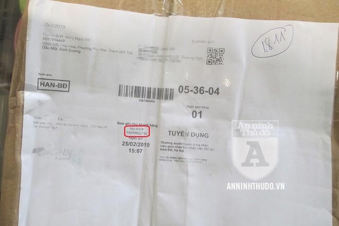 """Thông tin giao hàng không ghi rõ nguồn gửi là Sendo, mà chỉ có một """"mã shop"""" như thế này"""