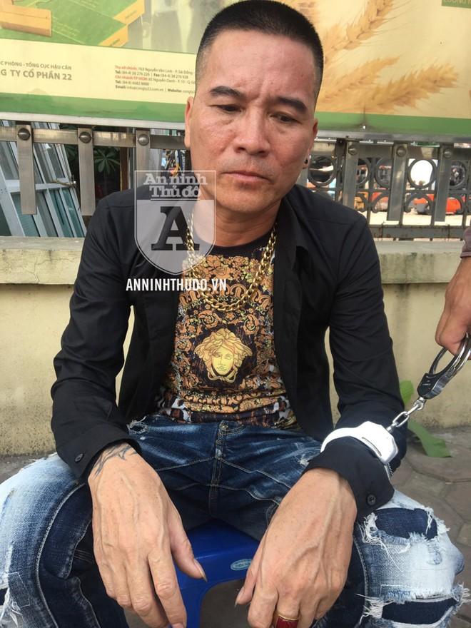 Đối tượng bị bắt giữ, sau khi cảnh sát phát hiện người này giấu ma túy rất tinh vi