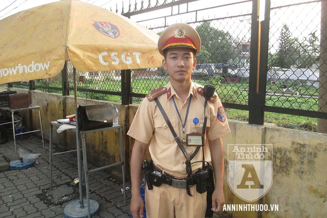 Trung úy Đào Thế Phương - Đội CSGT số 4, Phòng CSGT, CATP Hà Nội - là tổ viên tổ công tác Y4/141