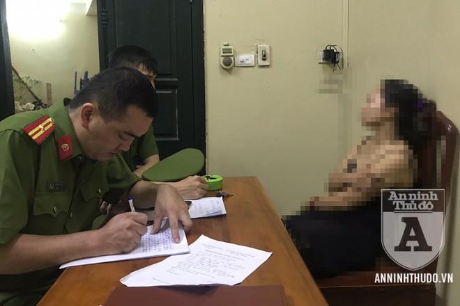 Cảnh sát 113 động viên, trấn an tinh thần cho người phụ nữ có ý định dại dột. Sau đó, tổ công tác làm thủ tục bàn giao tại CAP Vĩnh Tuy