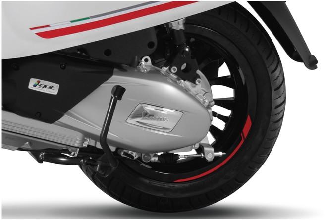 Piaggio Việt Nam ra mắt phiên bản đặc biệt Vespa Sprint Carbon 2019 với 2 màu đen, trắng ảnh 5