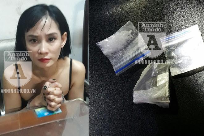 Đối tượng nữ tỏ thái độ bất hợp tác, trước khi bị phát hiện hành vi giấu ma túy trong túi xách và ở trong giày