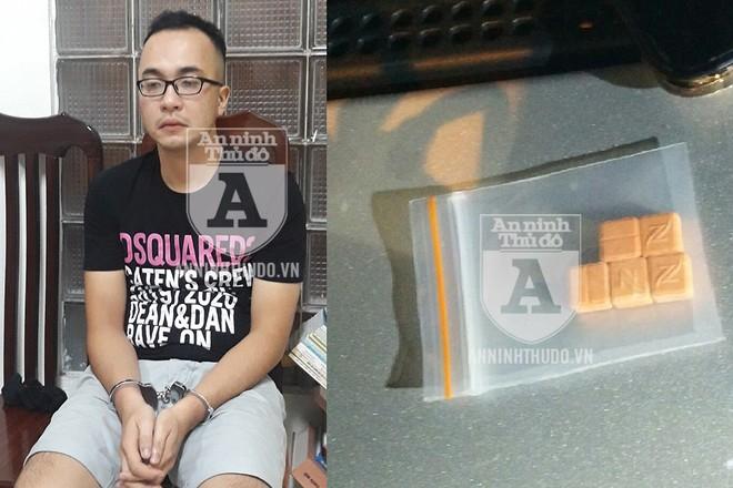 Định phi tang ma túy khi xe taxi vừa dừng lại, đối tượng Hùng đã bị Cảnh sát 141 phát hiện