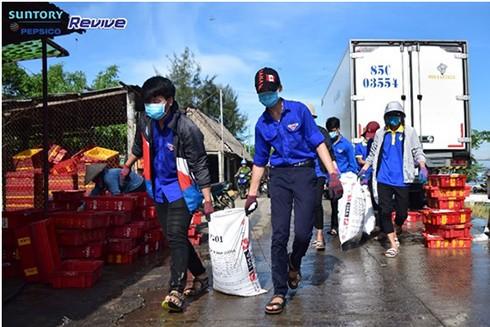 Hơn 8,5 tấn rác thải được sinh viên tình nguyện thu gom từ các bãi biển ảnh 5
