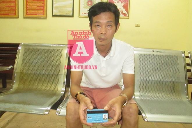 """Người đàn ông xuất trình """"thẻ nhà báo"""" giả mạo tại chốt 141 bị mời về CAP Yên Hòa để xử lý"""