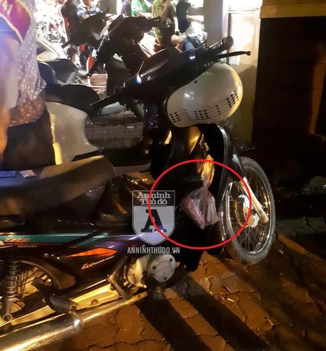 Giấu ma túy vào gói mì tôm rồi hàn kín miệng, đối tượng không ngờ vẫn bị Cảnh sát 141 phát hiện
